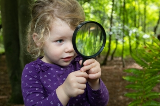 Wild Tots girl magnifying glass